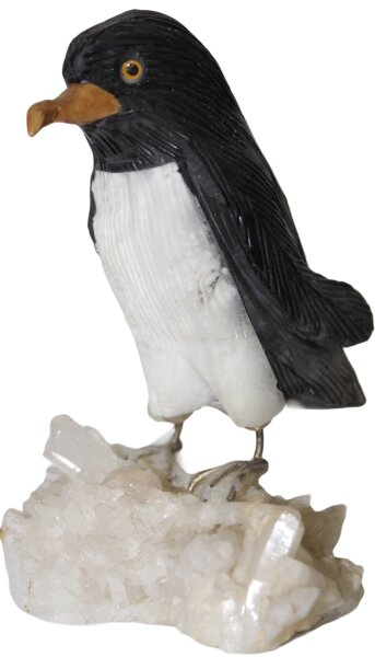 Pinguin auf Bergkristallsockel
