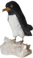 Edelsteingravur Pinguin auf Bergkristallsockel