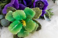 Fluoritblüte mit Serpentinblätter
