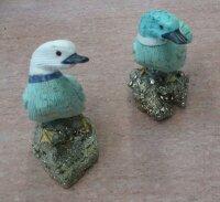 Edelsteingravur Ente auf Pyrit Sockel