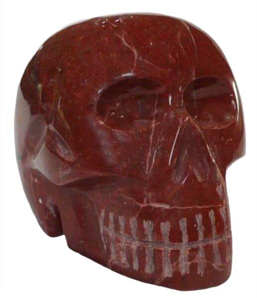 Totenkopf aus  rotem Jaspis, 3,8 KG